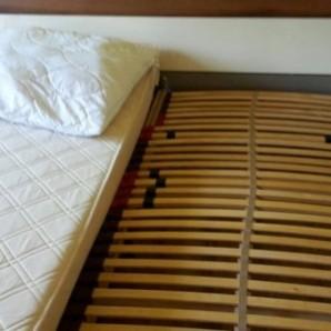 Sehr schönes Bett + Nachtschränkchen günstig abzugeben!!!