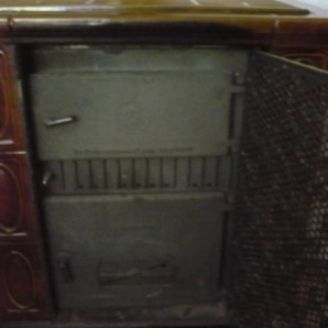 JUSTUS Kaminofen abzugeben Gussofen hält die Wärme über Nacht, großer Feuerungsraum Schamott alles in Ordnung Preis 230€ VB